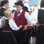 d`Volkstanzgruppe beim Perlesreuter Drescherfest, Bild 4150