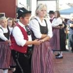 d`Volkstanzgruppe beim Perlesreuter Drescherfest, Bild 4153